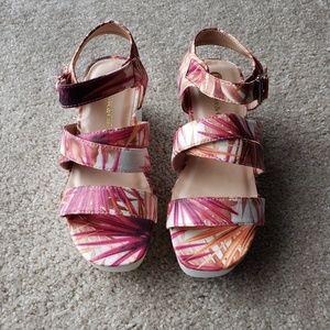 Chase & Chloe Fuchsia Leaf Print Lug Sole Sandals